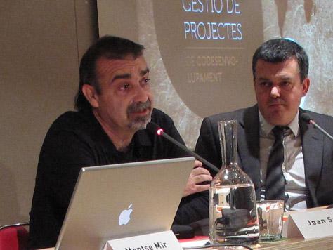 Joan Solà, del Fons Català de Cooperació al Desenvolupament amb Carles Llorens, Director General de l'ACCD