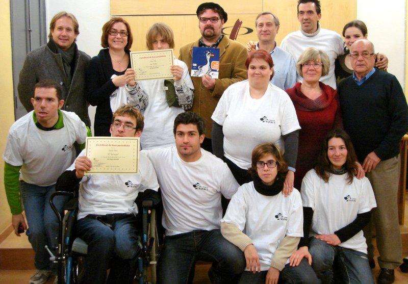 """Lliurament dels certificats de """"Bons Periodistes"""" als nois i noies de Can Font. Foto: Col·legi de Periodistes"""
