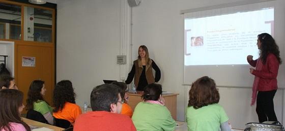 Mar Bosch, coordinadors pedagògica, i Raquel Sabater de Plataforma Educativa presentant la 2a edició del curs EFCI-Dones. Foto: EFCI